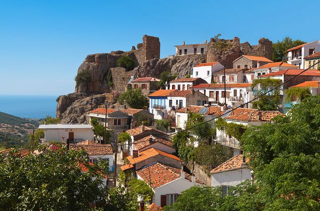 Stan wyjątkowy na popularnej greckiej wyspie
