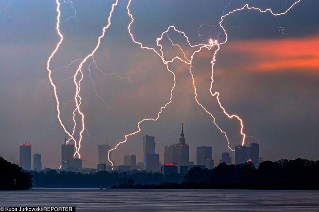 Burzowy wieczór w Polsce. IMGW ostrzega 8 województw