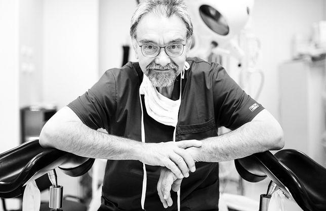 Profesor Romuald Dębski kierował Kliniką Położnictwa i Ginekologii w Szpitalu Bielańskim w Warszawie