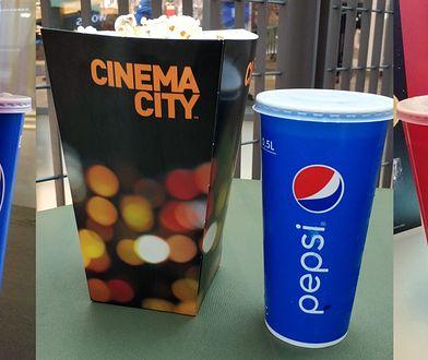 Popcorn i napój - zestaw, który pozwala oszczędzić markom na należności względem państwa.