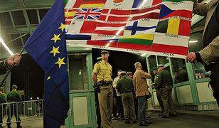 Polsko-niemieckie przejście graniczne w Słubicach 1 maja 2004 roku, w dzień wejścia Polski do UE
