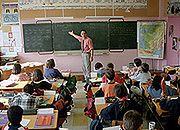 Dyrektorzy szkół zarabiają krocie nadużywając prawo
