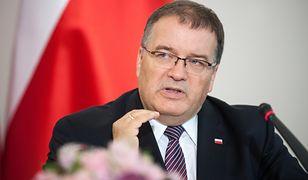 Błaszczak chce zmienić ustawę o zgromadzeniach. Minister prezydenta Dudy studzi jego zapędy