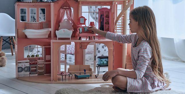Piękny domek dla lalek to niezapomniane wspomnienia z dzieciństwa