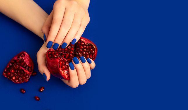 10 stylowych pomysłów na niebieski manicure