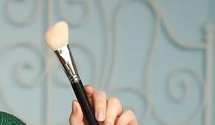 Pędzel do różu to podstawa udanego makijażu