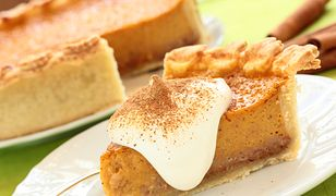 Pumpkin pie, cheese cake with cinnamon.