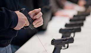 Coraz więcej Niemców chce nosić przy sobie broń hukowo-alarmową. Czują się niepewnie