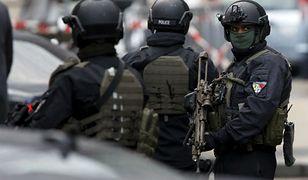 Szwajcaria: policja zatrzymała osiem osób, w tym imama, który wzywał do przemocy