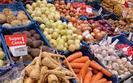 Po tańsze owoce i warzywa idziemy do dyskontów. Na bazarach nie ma rabatów