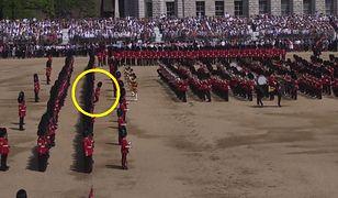 Urodziny królowej Elżbiety II. Pięciu gwardzistów nie wytrzymało