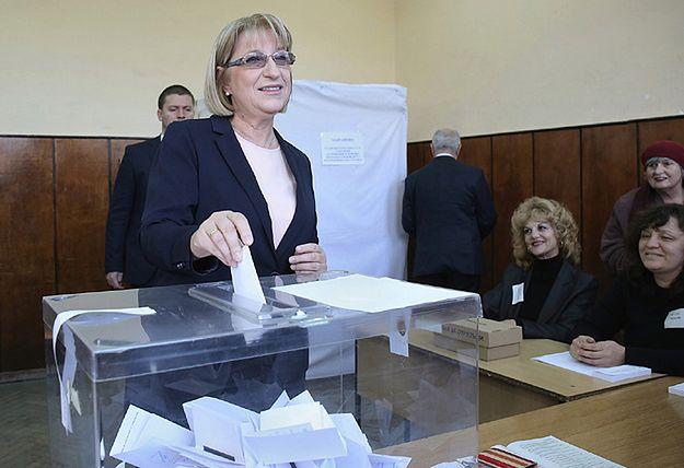 Kandydatka na prezydenta, szefowa parlamentu Cecka Caczewa podczas głosowania