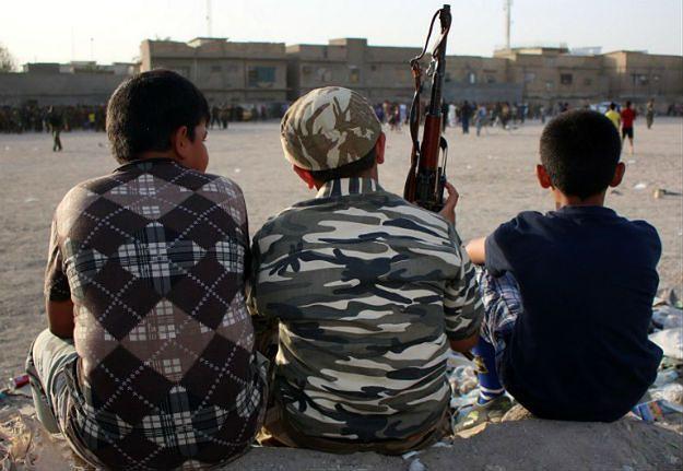 Terroryści z IS szkolą już 9-latków. Uczą ich jak ścinać głowy