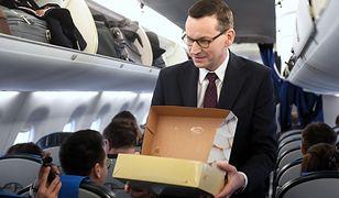 Tłusty czwartek w ambasadzie USA. Mateusz Morawiecki rozdawał pączki w samolocie