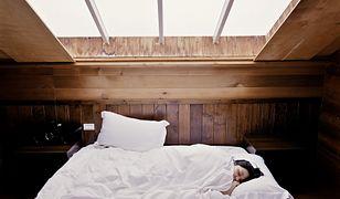 Krótszy sen może wpływać na nasze odczuwanie szczęścia