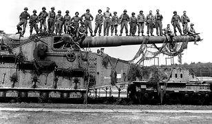 Niemieckie działo kolejowe kalibru 274 mm zdobyte przez amerykańskich żołnierzy w Turyngii, 10 kwietnia 1945 r.