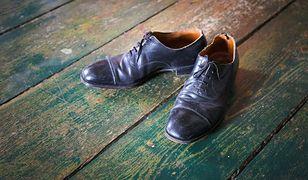 Czy w gościach należy zdejmować buty? Kiedy powinniśmy, a kiedy absolutnie nie?