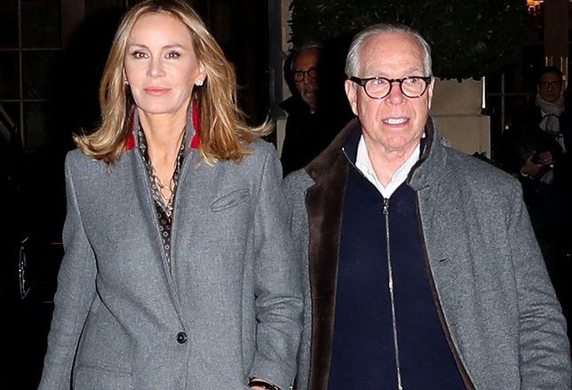 Tommy Hilfiger z żoną Dee Ocleppo przed hotelem  Ritz