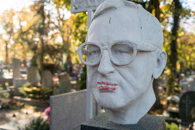 Wandale zniszczyli nagrobek prof. Lecha Morawskiego
