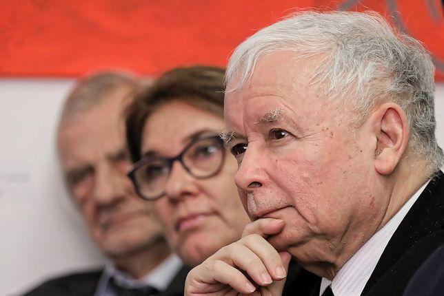 Prezes PiS, Jarosław Kaczyński (na pierwszym planie)