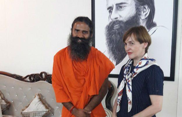 MSZ chce robić biznesy z hinduskim guru. I broni jego kontrowersyjnych poglądów