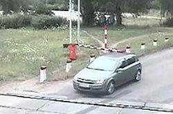 Wypadki na przejazdach kolejowych: przerażające nagrania