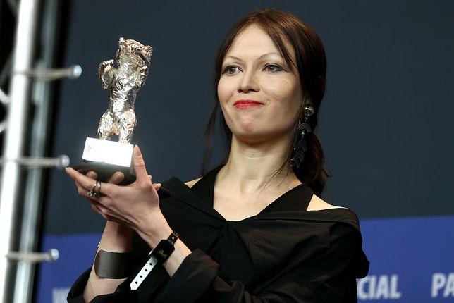"""Elena Okopnaja odebrała Srebrnego Niedźwiedzia za Wybitne Osiągnięcie Artystyczne w filmie """"Dowłatow"""""""