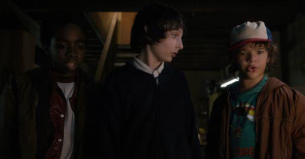 Stranger Things S1:02 – Rozdział drugi: Dziwadło na Maple Street (Chapter Two: The weirdo on Maple Street)