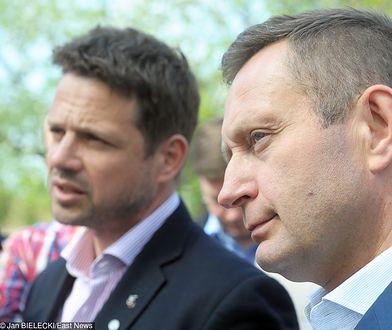 Rafał Trzaskowski i Paweł Rabiej na konferencji prasowej o planowaniu przestrzennym w Warszawie 23.04.2018