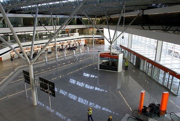 """Lotnisko Chopina z nowym rozkładem lotów. """"83 trasy do 40 krajów świata"""""""