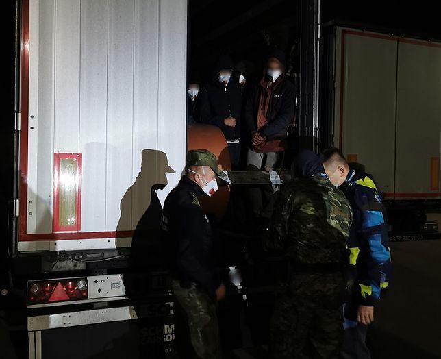 14 Afgańczyków ukrytych w ciężarówce próbowało się dostać do Europy Zachodniej.