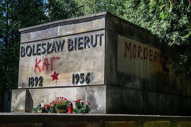 Sprawa znieważenia nagrobka Bieruta zostanie umorzona? Jest wniosek