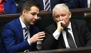 Prezes PiS Jarosław Kaczyński i polityk Solidarnej Polski Patryk Jaki w Sejmie, listopad 2017 r.