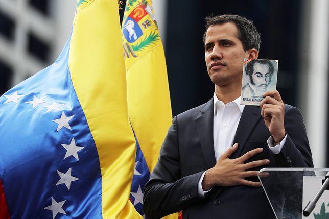 Juan Guaido z coraz większym poparciem na świecie. Samozwańczego prezydenta Wenezueli poparli Trump i Bolsonaro, Tusk wspiera demokrację
