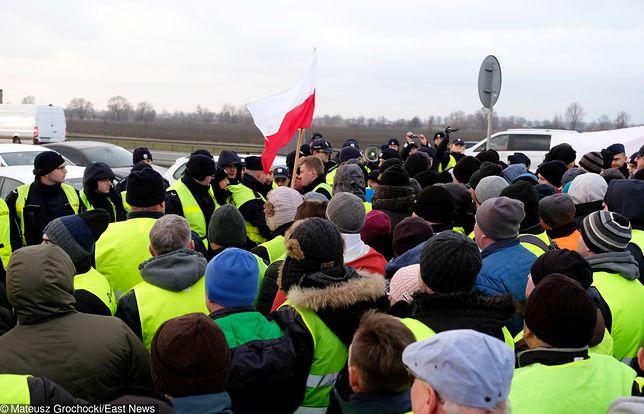 Protest rolników - AGROunia blokuje drogi w kilkunastu miejscach.