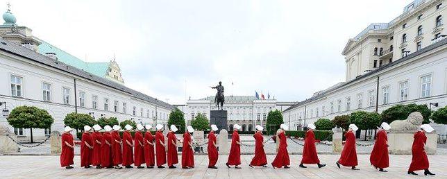 Podręczne pod Pałacem Prezydenckim