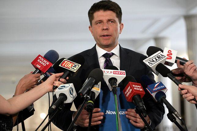 Petru chce, by Polacy robili zdjęcia posłom PiS. Takiej reakcji się nie spodziewał