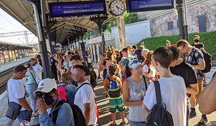 Tłumy na peronie w Gdańsku