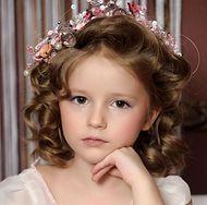 Fryzury komunijne - jak uczesać dziewczynkę