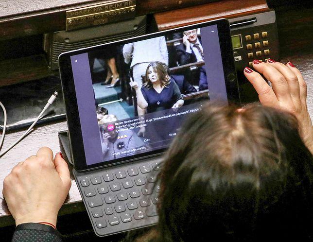 Sejm dzisiaj: jedna z posłanek równocześnie głosuje i przegląda twitty o Joannie Lichockiej