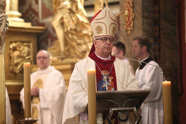 List biskupa Jana Piotrowskiego czytają księża w diecezji kieleckiej
