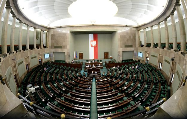 Dzieci i młodzież dekomunizują Polskę przed posiedzeniem Sejmu