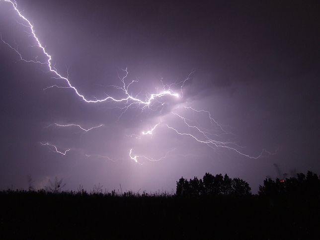 Chłodny front już nad Polską: burza piaskowa nad Szczecinem. Wichura, burze i gradobicie na zachodzie Polski
