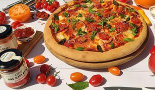 Pizza z sosem cygańskim i mozzarellą. Jeszcze lepsza niż klasyczna Margherita