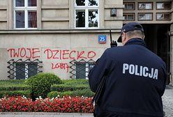Warszawa. Napisy na gmachu MEN. Aktywistka zatrzymana