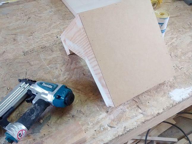 montaż płyty podłogi