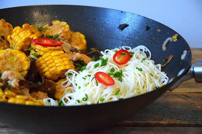 Stir fry z kurczakiem i kukurydzą