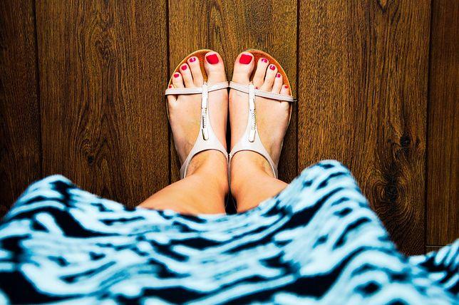 Skórka po mandarynce może okazać się skuteczna przy pielęgnacji stóp.
