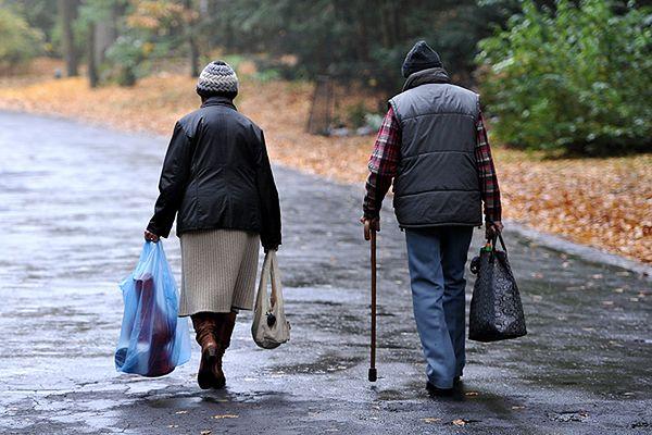 Zakochani odnaleźli się po 70 latach dzięki Facebookowi