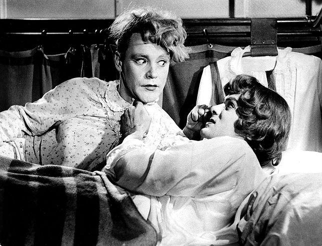 """Tony Curtis i Jack Lemmon w filmie """"Pół żartem, pół serio"""""""